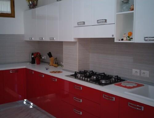 Stosa Cucine: rosso e bianco per una cucina al centro della casa